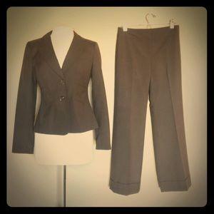 Anne Taylor Pant Suit Size 4 NWOT